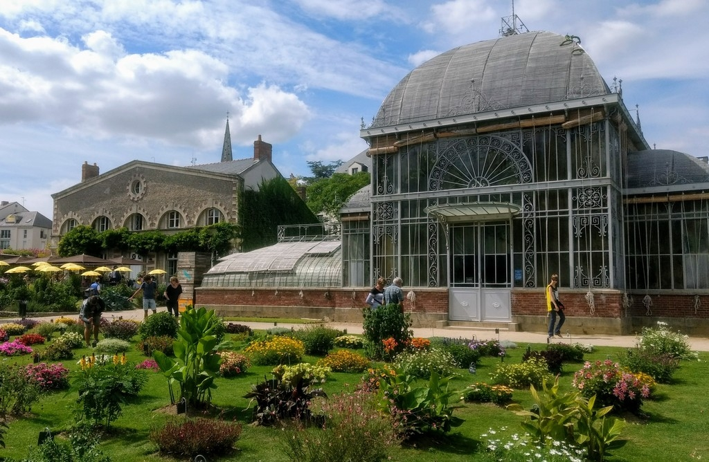 Nantes free travel guide
