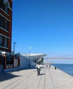 fietsen in de stad Lissabon