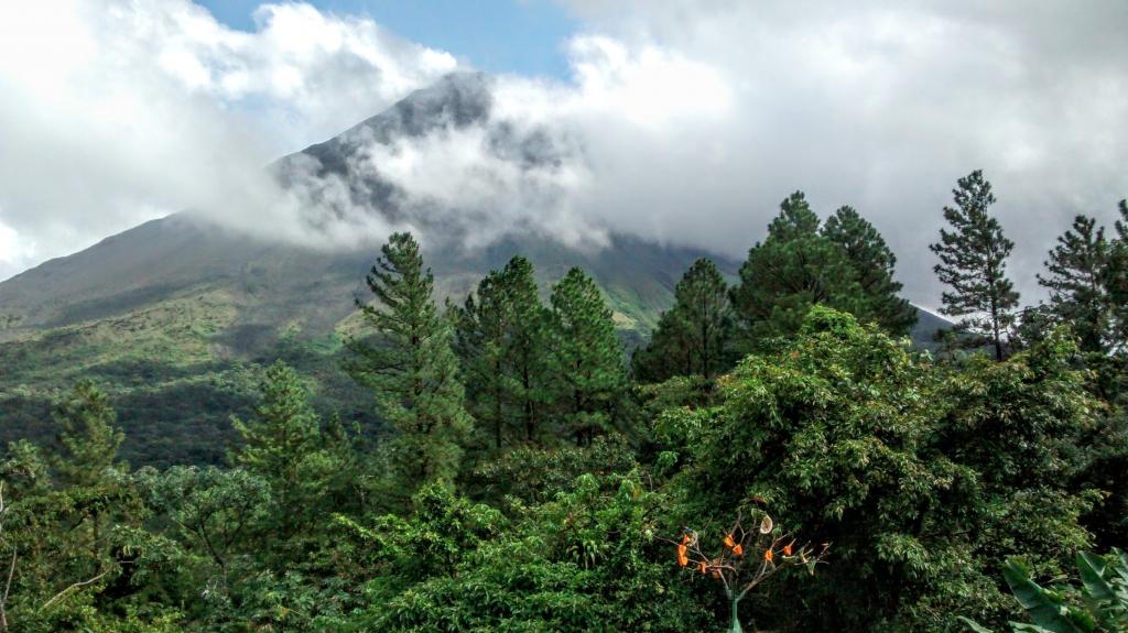 Dansen op de Arenal vulkaan